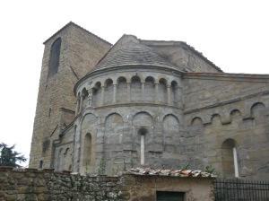 Esterno: L'abside dalle sottili colonne