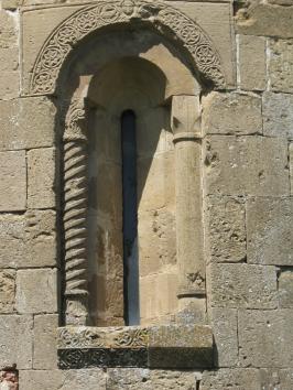 San Pietro a Cedda: particolare abside, monofora