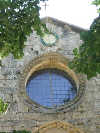 Santa Maria a Talciona: rosone e simbolo della gruccia