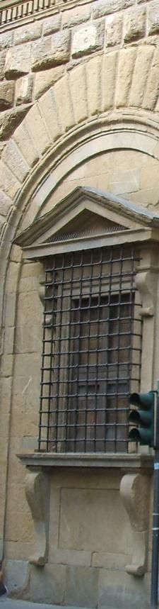 Palazzo Medici Riccardi finestra inginocchiata particolare