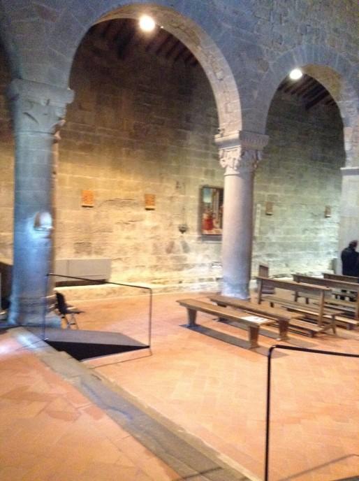 San Romolo a Gaville: interno, capitelli e archi .