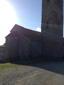 S. Romolo a Gaville. L'abside illuminata dal sole