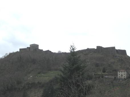 La fortezza delle Verrucole vista da San Romano