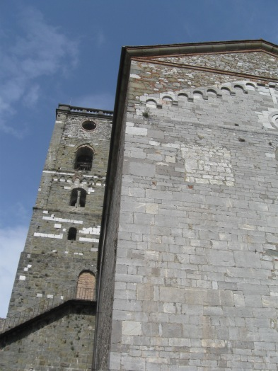 Coreglia Antelminelli Il campanile di San Michele, l'antica torre degli