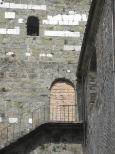 Coreglia Antelminelli Un particolare del campanile che testimonia l'antica funzione di torre