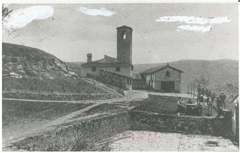 Cerreto Maggio , la facciata e il campanile della chiesa
