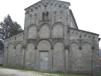 Catelvecchi la facciata della pieve