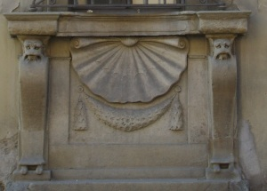 Firenze, Casino mediceo di San Marco, la conchiglia particolare della finestra