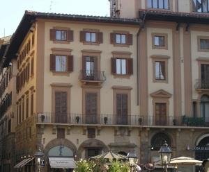 Firenze Palazzo Bombicci  in Piazza Signoria angolo via dei Calzaioli