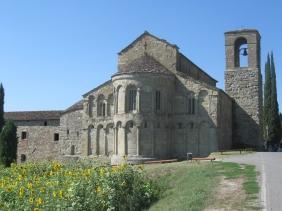 La pieve di Romena nei pressi del castello