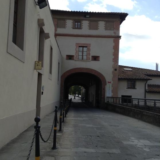Il ponte a Cappiano, l'accesso al ponte coperto