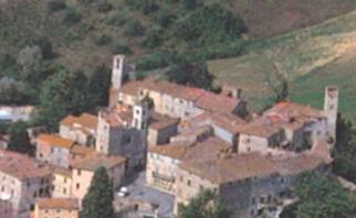 Armaiolo, veduta del paese e dei colli coltivati a olivi
