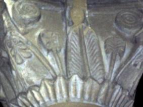 San Martino a Vado, capitello con fiori e foglie