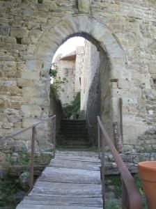 La porta di accesso al cortile