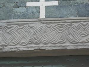 L'Architrave del portone della pieve