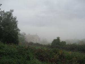 L'abbazia di Buonsollazzo tra le nebbie autunnali