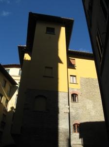 Piazza dei Salterelli dove il chiasso del Buco continua sulla destra