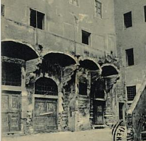 Dalla cartolina dell'album di Firenze vecchia: piazza della Luna