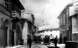 Piazza Ginoori a Sesto. Sulla destra il teatro Niccolini