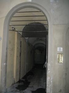 Vicolo del Panico Vecchio uscita in via Dante Alighieri