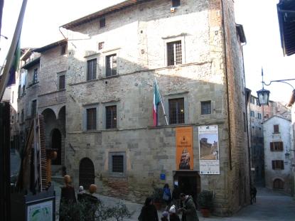 La facciata di Palazzo Taglieschi