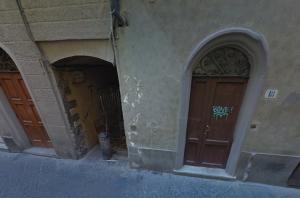 Vicolo del Giglio, accesso da Via del Corso