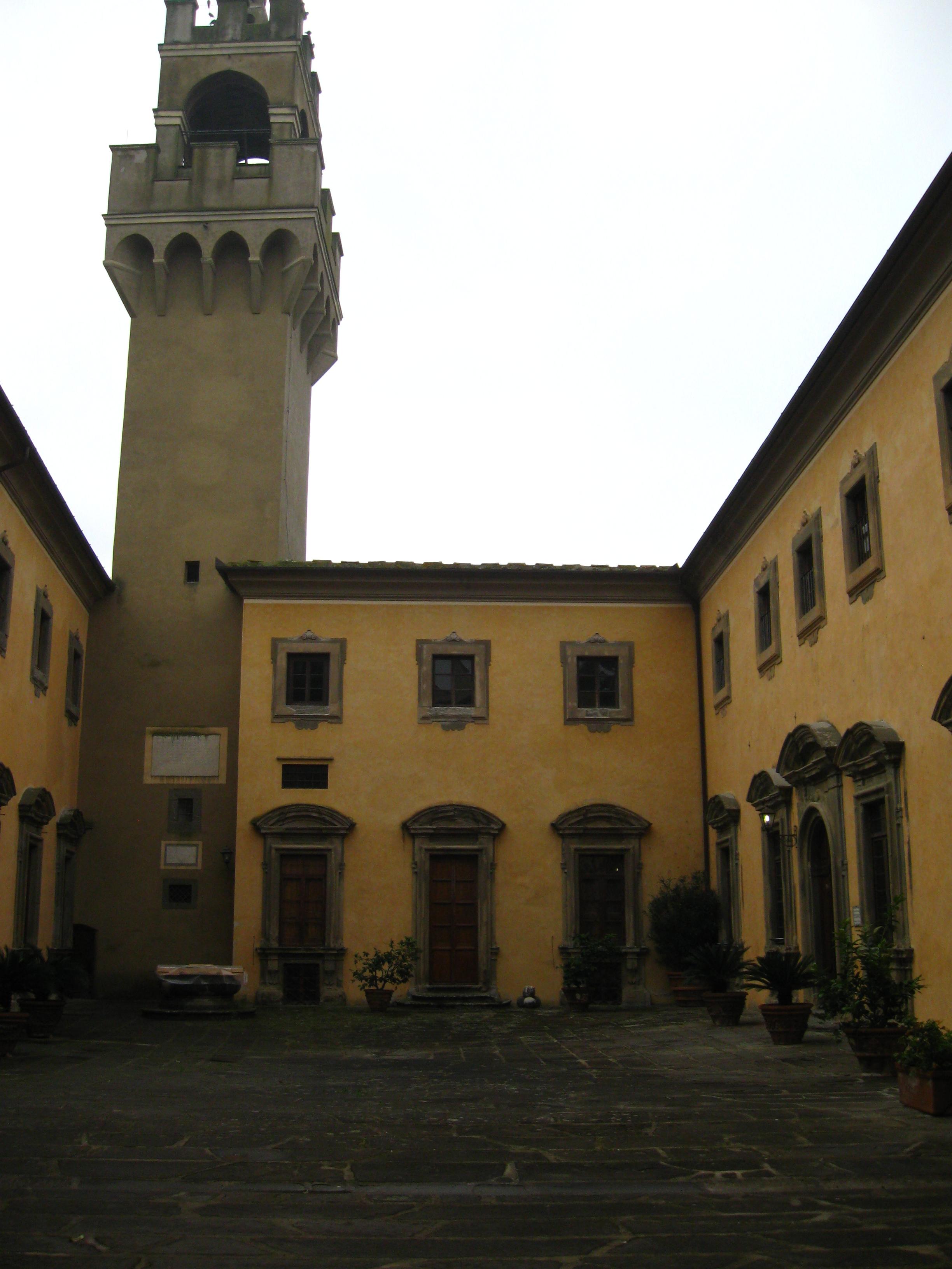 Montegufoni l'interno del grande cortile