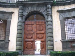 Montegufoni il portone d'ingresso