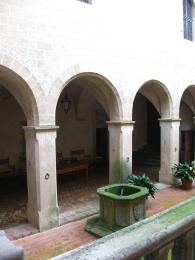 Montegufoni corte interna del castello