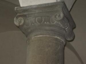 Palazzo Cattani il chiostro particolare del capitello