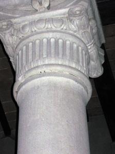San Cresci a Macioli, particolare di una colonna e del capitello