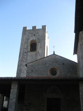 Badia a Coltibuono la facciata e la torre campanaria di San Lorenzo