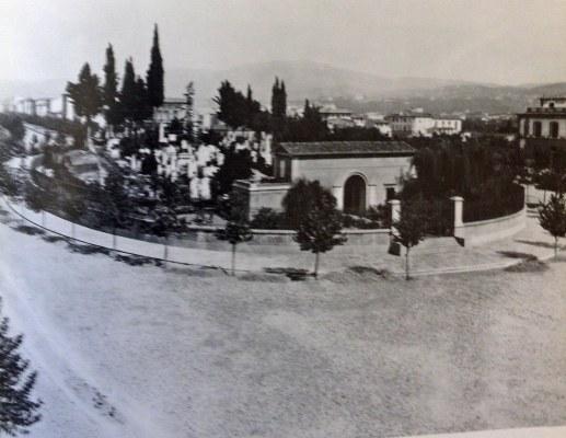 I viali appena terminati e il cimitero degli Inglesi