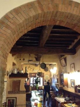 Antica Osteria di Montecarelli, l'interno