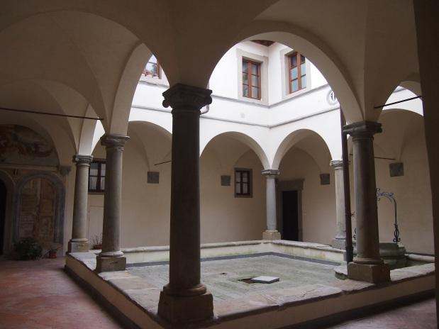 Palazzo Cattani il chiostro quattrocentesco