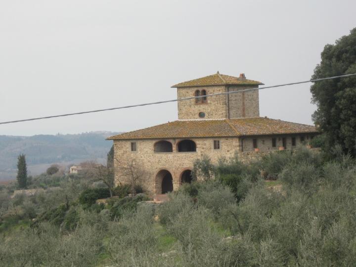 Panzano, colonica con porticato, loggiato e colombaia
