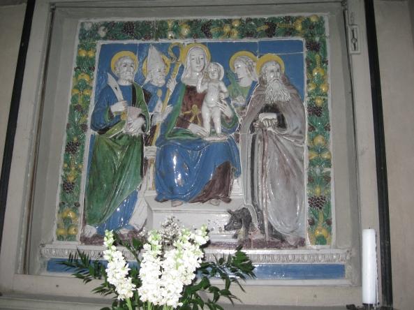 Rincine terracotta invetriata attribuita a Benedetto Buglioni conservata nella pieve di Sant'Elena