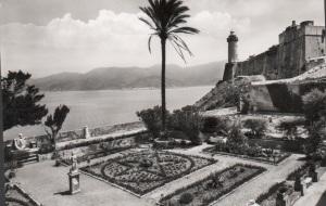 Portoferraio il giardino della Villa dei Mulini in una vecchia cartolina