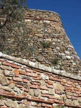 Carmignano le mura di recensione all'antica rocca