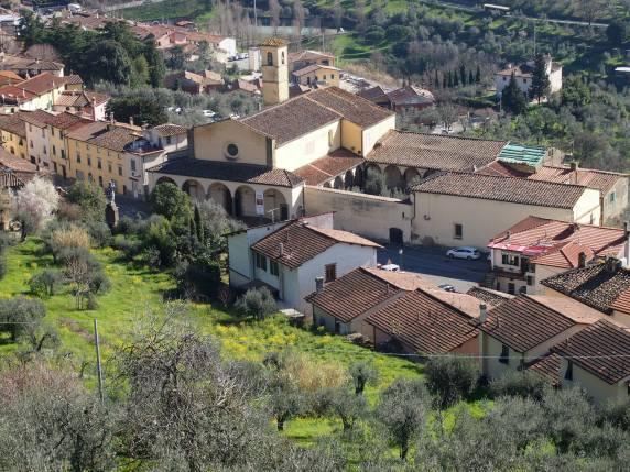 Carmignano la chiesa di San Michele vista dall'alto della rocca