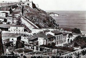 Portoferraio veduta del in una cartolina degli anni sessantala Villa dei Mulini e uno scorcio del forte Falcone