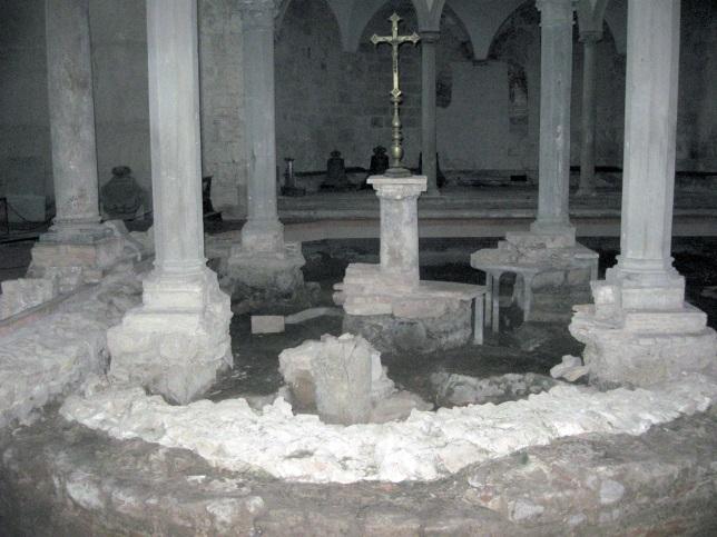 San Piero a Grado la parte a settentrione con i ritrovamenti archeologici e il ciborio che segna il luogo della predicazione di San Pietro