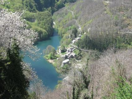 Isola Santa il borgo e il lago