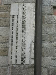 San Piero a Grado un pezzo inserito nel muro esterno di diversa provenienza