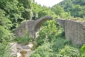 Il ponte medievale detto della Pia nei pressi di Rosia