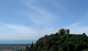 Montignoso, Castel Aghinolfi, particolare della costa