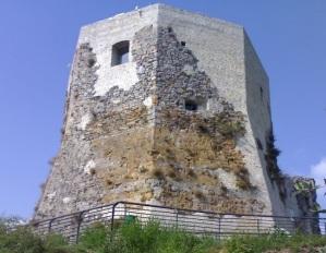 Montignoso, Castel Aghinolfi, particolare del mastio