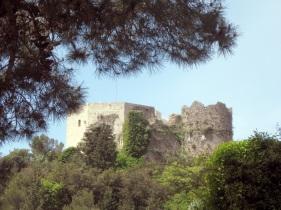 Montignoso, Castel Aghinolfi il Mastio e la torre circolare