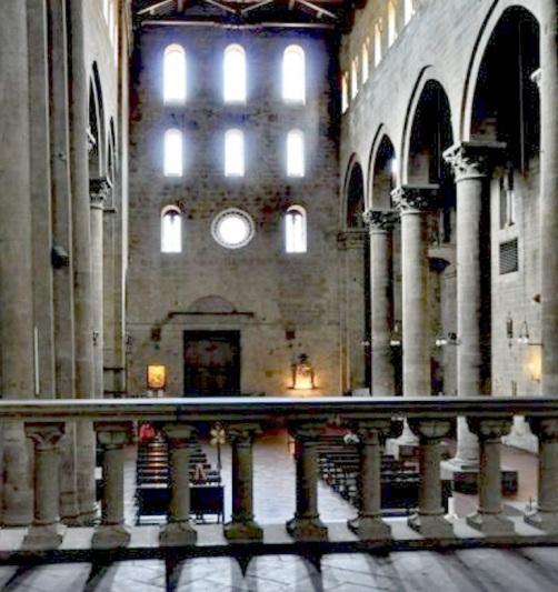 Arezzo Santa Maria della Pieve, interno dal presbiterio