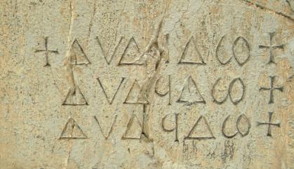 Epigrafe all'interno del Duomo di Barga